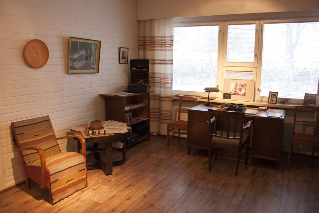 Jäljitelmä asettelu Pentti Haanpään työhuoneesta