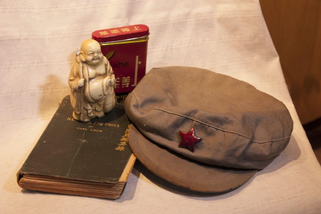 Pentti Haanpään Kiinan matkalta tuomia esineitä